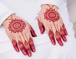 Di indonesia sendiri, henna lebih dikenal dengan sebutan innai, paci, atau pacar yakni bahan pewarna alami dari. 30 Henna Tangan Simple Inspirasi Corak Inai Tangan Menarik