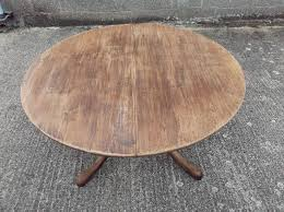 large oak round dining table