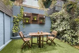 how to make a small garden look bigger
