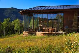 Top Six Ways to Bring the Outdoors into Your Sunroom Case Design