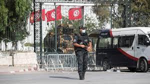 تونس: وضع 50 مسؤولاً تحت الإقامة الجبرية - صحيفة الاتحاد