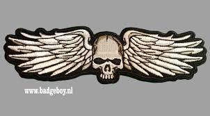 <b>Skull and WIngs</b> 20 cm wide - Badgeboy