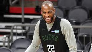 Milwaukee Bucks' Khris Middleton gets ...