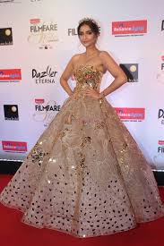 Designer Gowns For Indian Wedding Gold Gown Sonam Kapoor Gowns Indian Wedding Gowns Ball