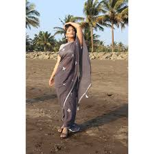 Samruddhi.kelkar - ✨ . . . . Mua-@sanket_vaidya_hair_and_makeup Saree- @pickar_india | Facebook