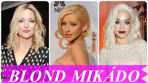 Slavnostní Blond Mikádo účesy A Střihy