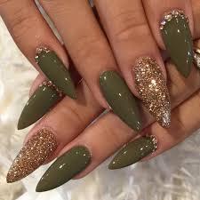 Olive And Gold Stiletto Nails Nehty Gröna Naglar Naglar A Långa