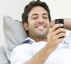Resultado de imagem para 6 mensagens que um homem envia apenas quando ele está apaixonado