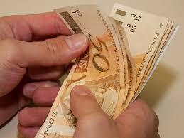 Resultado de imagem para dinheiro no caixa