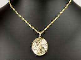 9 carat gold large locket pendant and chain