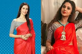 while namita chose to wear a pear of jhumkas and bangles along with the managlsutra jennifer kept it as simple as ever with a contrasting coloured