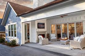 craftsman style covered outdoor patio