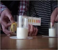 Молоко продукт здоровья Таким образом мы узнали что в молоко добавляют соду для того чтобы оно дальше не скисало а именно сода nahco3 и дает молоку слабо щелочную среду