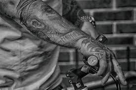 Tatuaggi Sullavambraccio Foto Esempi Significati E Curiosità