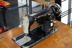 Good Housekeeper Deluxe Sewing Machine