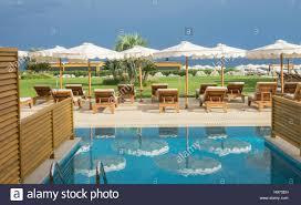 Luxus Hotel Schlafzimmer Swim Up Pool Und Blick Zum Strand Stockfoto