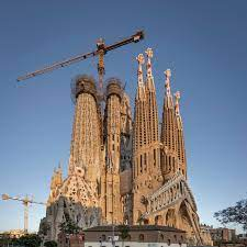 The past twelve months were intense, reaching several milestones, as we explained in a previous post.possibly the most symbolic was that the central towers, under construction since 2016, surpassed the bell towers on the nativity façade in height. Work Resumes On Basilica Of The Sagrada Familia Work Resumes On Basilica Of The Sagrada Familia Sagrada Familia