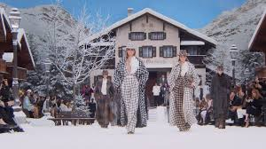 The <b>Fall</b>-<b>Winter 2019</b>/20 Show — CHANEL - YouTube