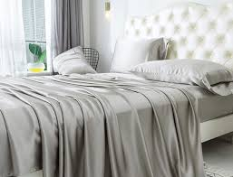 what is seamless silk bedding