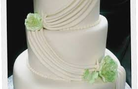 Simple Elegant 3 Tier White And Green Wedding Cake Cakecentral In