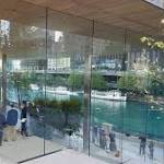 Apple's Chicago Riverfront Store is its Latest Statement Piece