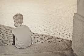 Resultado de imagem para criança triste
