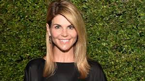 Why Lori Loughlin Isn't Completely Sold on a 'Full House' Reunion | Full  house, Lori loughlin, Famous faces