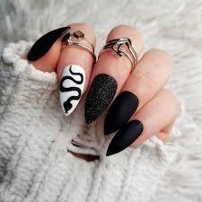 Algunos de nuestros servicios son las uñas esculpidas en acrilico natural,con. Falso Negro Unas Mate Patron De Serpiente Unas Con Etsy