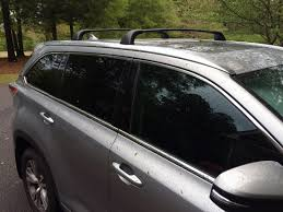 Installing the Roof Rack Crossbars on Our Toyota Highlander