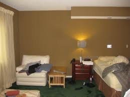 paint colors for bedroom with green carpet. through the front door dated green carpet ugly curtains and paint that is way too dark all contributed to cave like atmosphere of this room believe it or colors for bedroom with loversiq