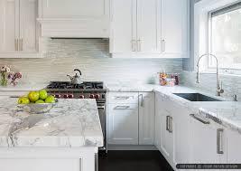 white backsplash tile calacatta gold countertop cabinet