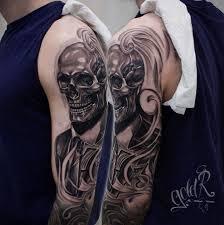 татуировки череп в костюме в стиле реализм черно серая чикано