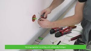 Elektroleitungen dürfen in allen wänden nur senkrecht oder waagerecht verlegt werden! Montage Der Elektrischen Fussbodenheizung Eline Youtube