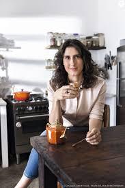 Paola Carosella se interessou por gastronomia aos 10 anos de idade, devido  à ausência da mãe, que precisava estudar e trabalhar - Purepeople