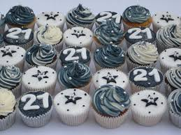Pin By Ronel Du Plooy On Idees In 2019 21st Birthday Cupcakes