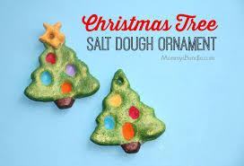 Fingerprint Christmas Tree: An easy DIY kid's craft to make this holiday!