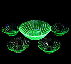 vintage bagley uranium glass dessert bowl set inc 1 large 4 small dishes