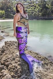 New Zealand nurse Candice Smith fulfils her dream of becoming a mermaid |  Daily Mail Online