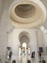 sheikh zayed moskéen worlds largest chandelier largest carpet and most beautiful mosque