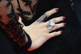 татуировки звезд на пальцах Peopletalk
