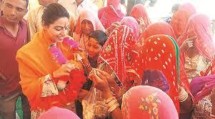 Rajasthan Congress Mla Divya Maderna Tells Woman Sarpanch To Sit On