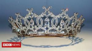 Portland <b>diamond tiara</b> theft: Gallery set to reopen - BBC News