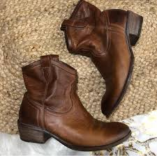 found these nice frye leather boots at the bins but can t tell if they re women s or men s they seem too big and bulky to be women s