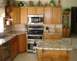 what color countertops go with maple cabinets elegant what color granite looks best with white cabinets