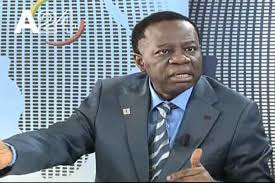 Cameroun : Un étudiant démolit Fame Ndongo pour avoir tenté d'humilier  Maurice Kamto en corrigeant ses « fautes »