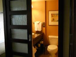 wyndham grand pittsburgh downtown bathroom with frosted glass doors