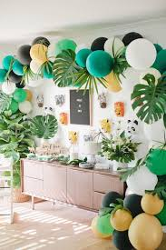 Jungle 1st Birthday Party | B I R T H D A Y | Birthday, Jungle party ...