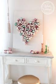 Diy Geschenk Zum Valentinstag Ein Herz Aus Christbaumkugeln White