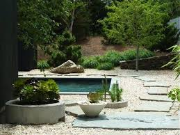 natural cleft fieldstone set in gravel at the shelter island home of designers jonathan adler and