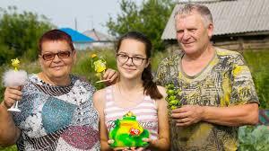 Жительница Алтайского края 15 лет собирает фигурки <b>лягушек</b>